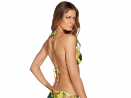 mulher-com-biquini-amarelo-floral
