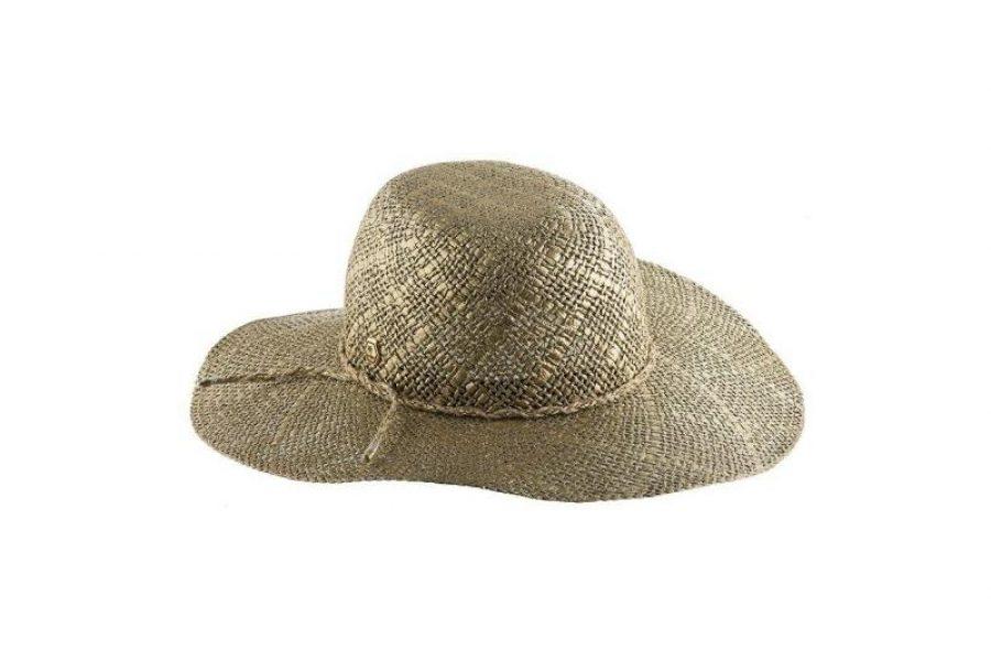 Quepe feminino: Como usar esse chapéu feminino com estilo na praia e arrasar na produção litorânea